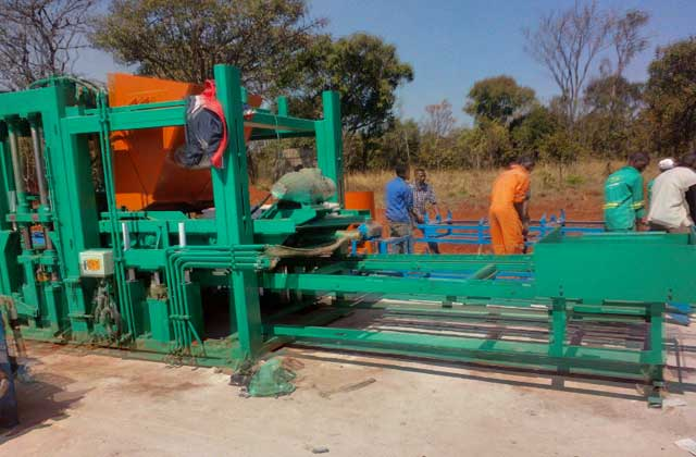QT12-15 full-automatic concrete brick molding machine Set up in Zambia