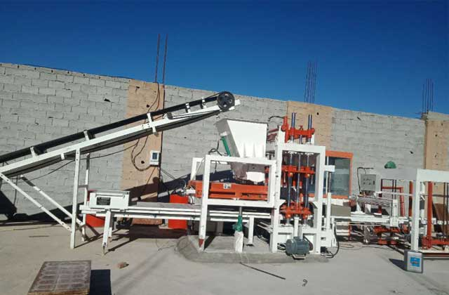 QT4-15 Multi Material Concrete Brick Making Machine Set up in Dominican